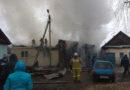 Пожарные тушили дом и гараж с машиной в Хвалынске